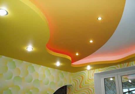 Цветной пленочный натяжной потолок
