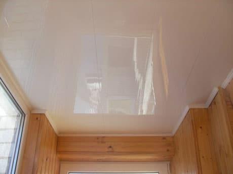 Панельный потолок на балконе