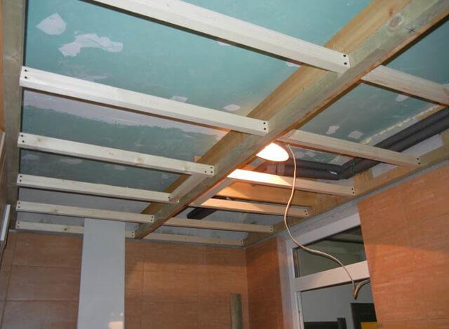 подшить потолок