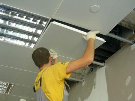 Монтаж кассет на потолок