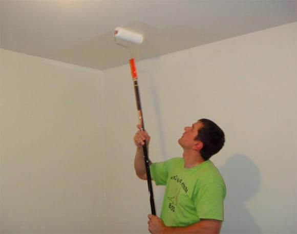 покраска потолка валиком преимущества