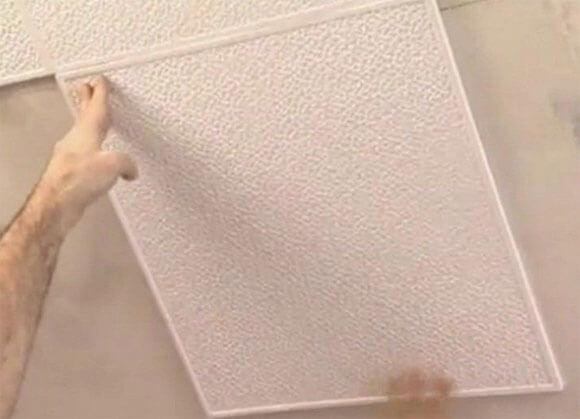 как клеить потолок без швов