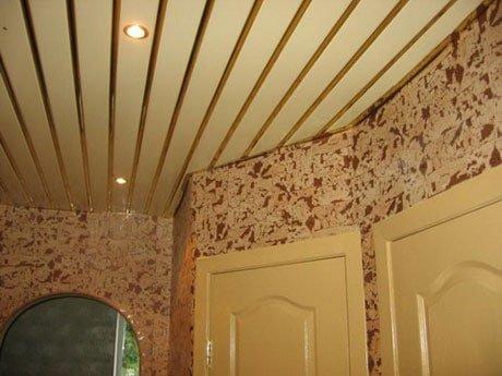 Реечный потолок «золотой металлик»