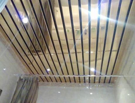 потолок с зеркальной поверхностью