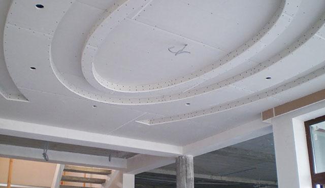как сделать овальный выступ на потолке