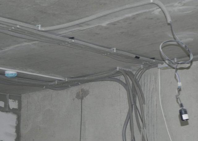 проводка в квартире по потолку