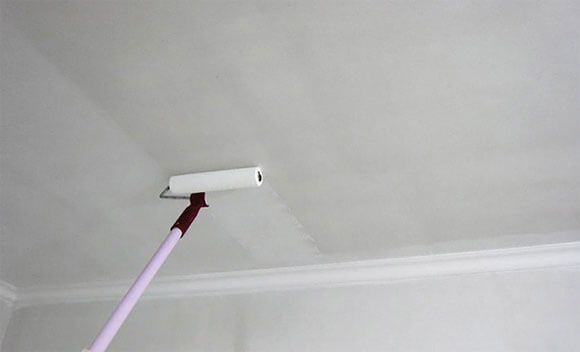 чем лучше побелить потолок на кухне