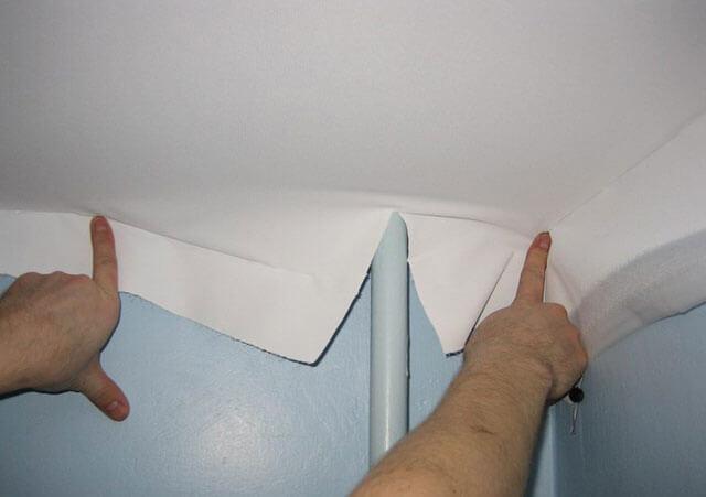 обход труб натяжным потолком