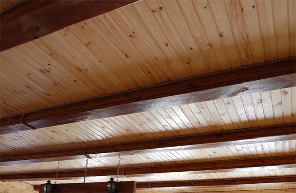 как покрасить деревянный потолок