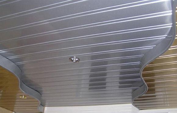 реечный потолок как монтировать