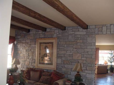Потолок с деревянными балками