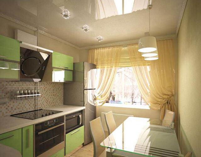 натяжной потолок на кухне со светильниками