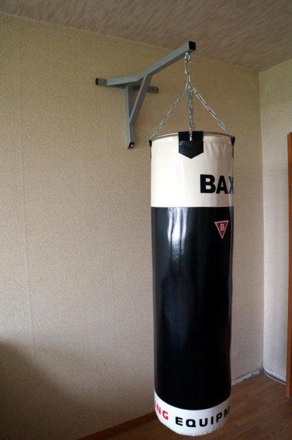 Боксерский мешок с настенным креплением