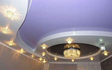 Цветной двухуровневый потолок