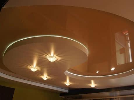 Натяжной потолок с комбинированной подсветкой
