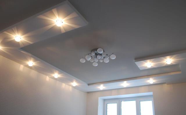расположение потолочных светильников на кухне