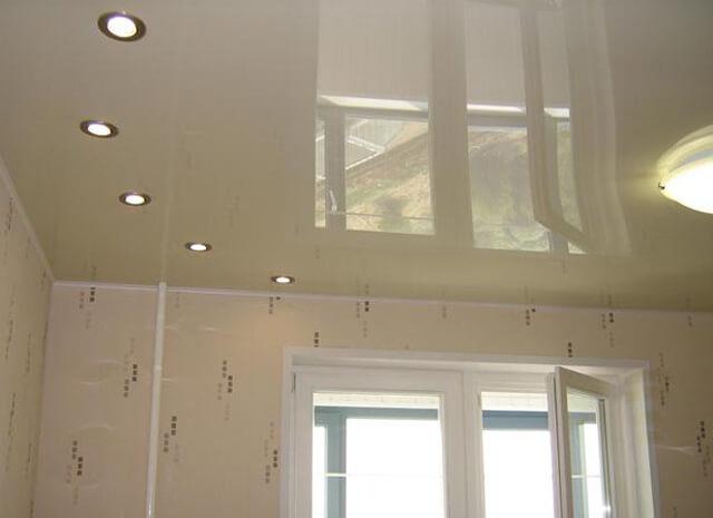 вместо люстры на потолок