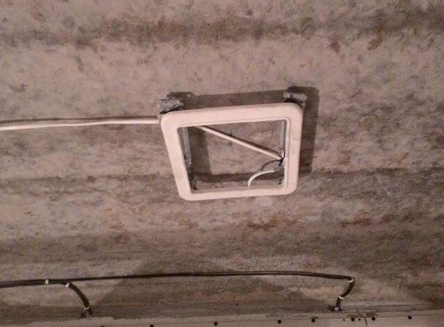 как установить квадратные светильники в натяжной потолок