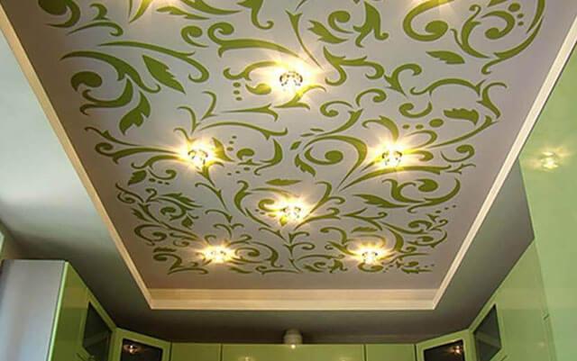 как выбрать натяжной потолок чтобы без запаха