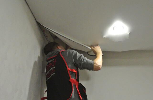 как правильно снять натяжной потолок
