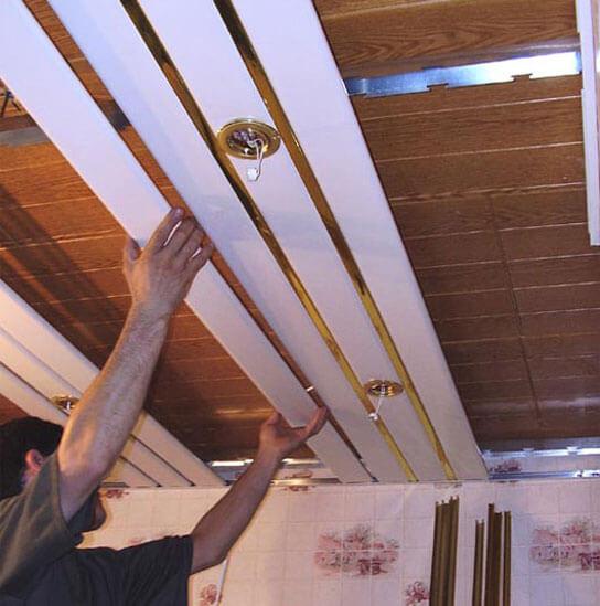 как спрятать проводку на потолке