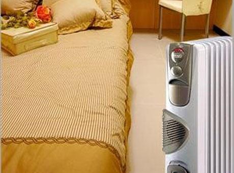 Масляный обогреватель в спальне
