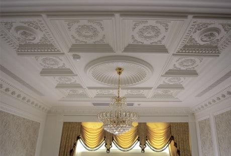 потолок с розеткой
