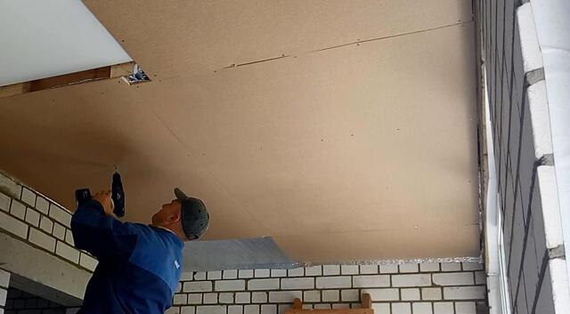 чем подшить черновой потолок