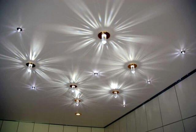 какие потолочные светильники выбрать для натяжных потолков