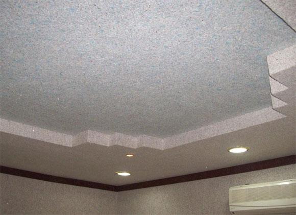 отделка потолка жидкими обоями