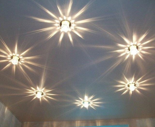 как выбрать встраиваемый светильник для потолка