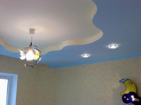 Фигурный потолок «волна»
