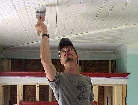 Грунтовка деревянного потолка