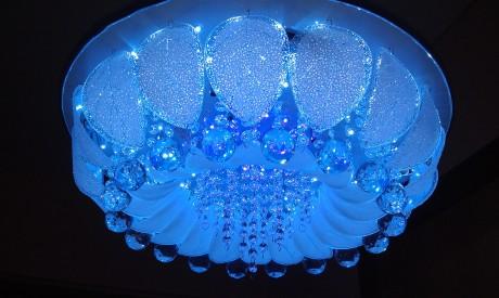 светильник в голубых тонах