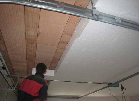 Процесс утепления потолка пенопластом