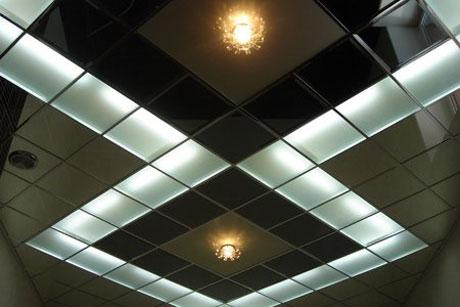 Кассетный гянцевый потолок