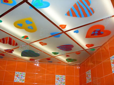 Цветные кассеты в ванной