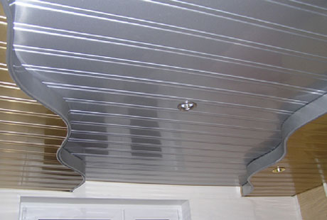Криволинейный реечный потолок