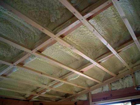 Утепление потолка на деревянной обрешетке