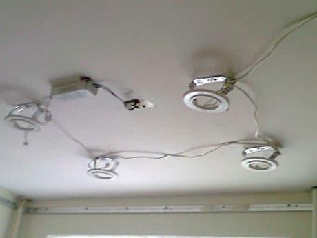 Разводку проводов для светильников