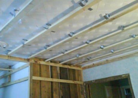 Деревянный каркас под панельный потолок