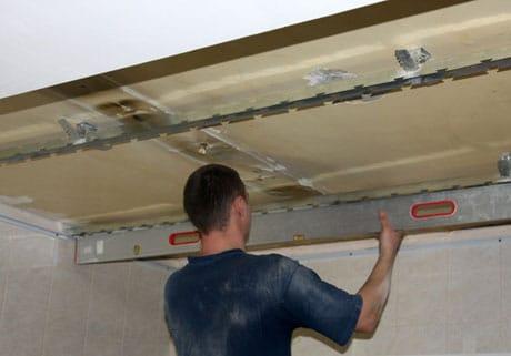 Монтаж каркаса для реечного потолка