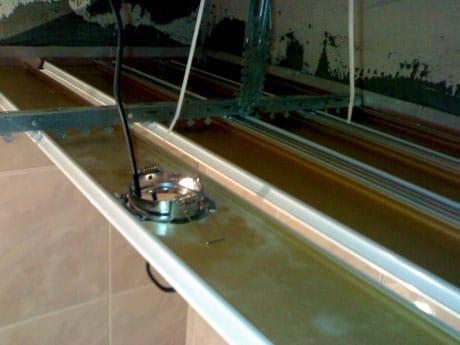 Установка светильников на подвесной потолок