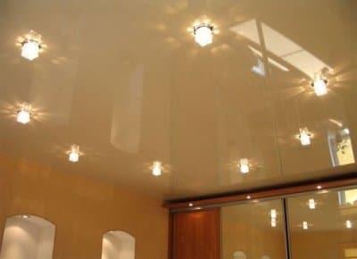 Осветительные приборы на натяжном потолке