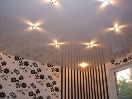 Подсветка на натяжном потолке