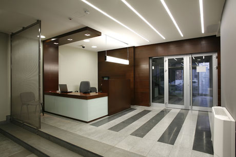 Одноуровневый потолок для стиля хай тек