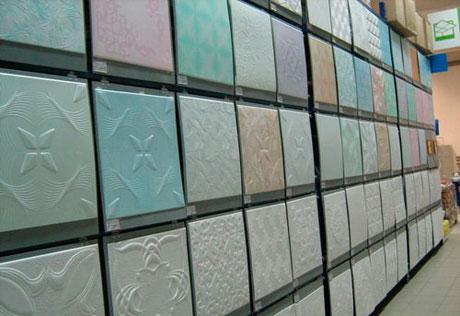 Цветная полистирольная плитка для потолка
