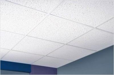 Плиты из минерального волокна часто можно видеть в офисах