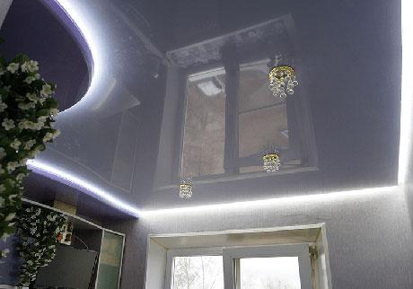 Одноуровневый парящий потолок в гостиной