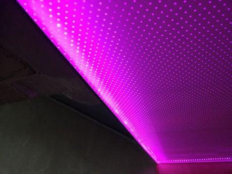 Потолок с натяжной пленкой и подсветкой